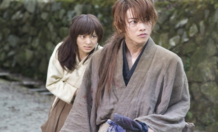 전설의 칼잡이 히무라 켄신의 이야기!!! 바람의 검심을 실사로 만든 영화!!! 사토 타케루가 히무라 켄신으로 분해 열연을 펼친...  영상미 또한 좋았던 영화!!!